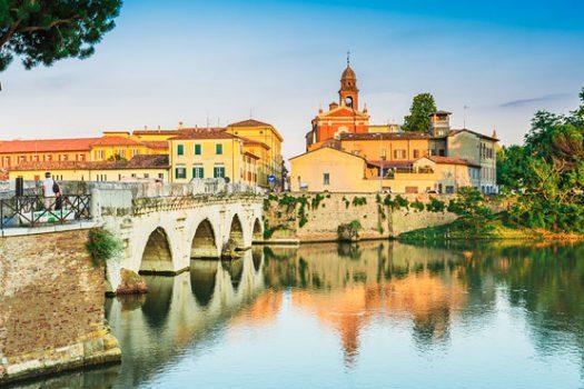 Mer, village de pêcheurs, cinéma et collines dans une seule ville : Rimini en vélo
